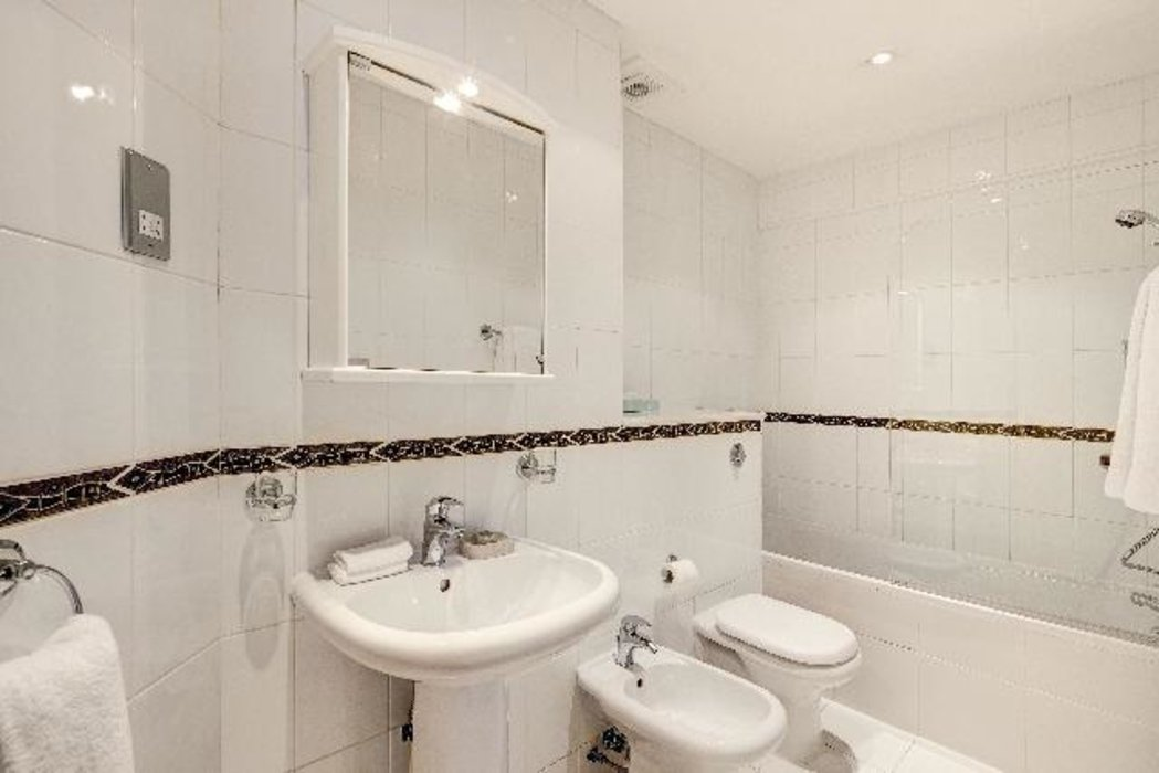 1 bedroom Flat to let in Mayfair,London - Image 3