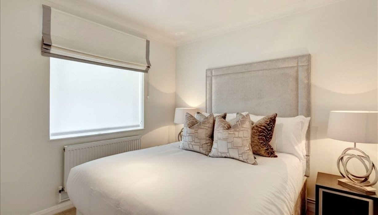 2 bedroom Flat to let in Chelsea,London - Image 3