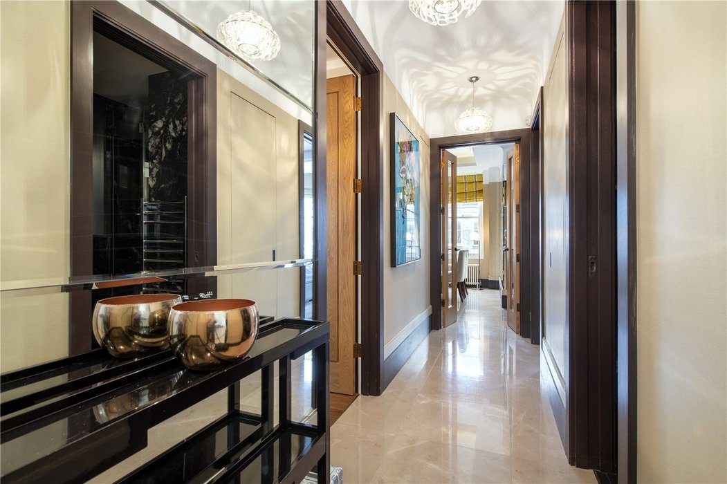 2 bedroom Flat for sale in Mayfair,London - Image 6