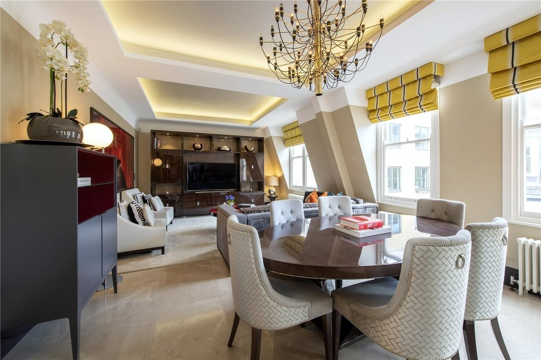 2 bedroom Flat for sale in Mayfair,London - Image 1