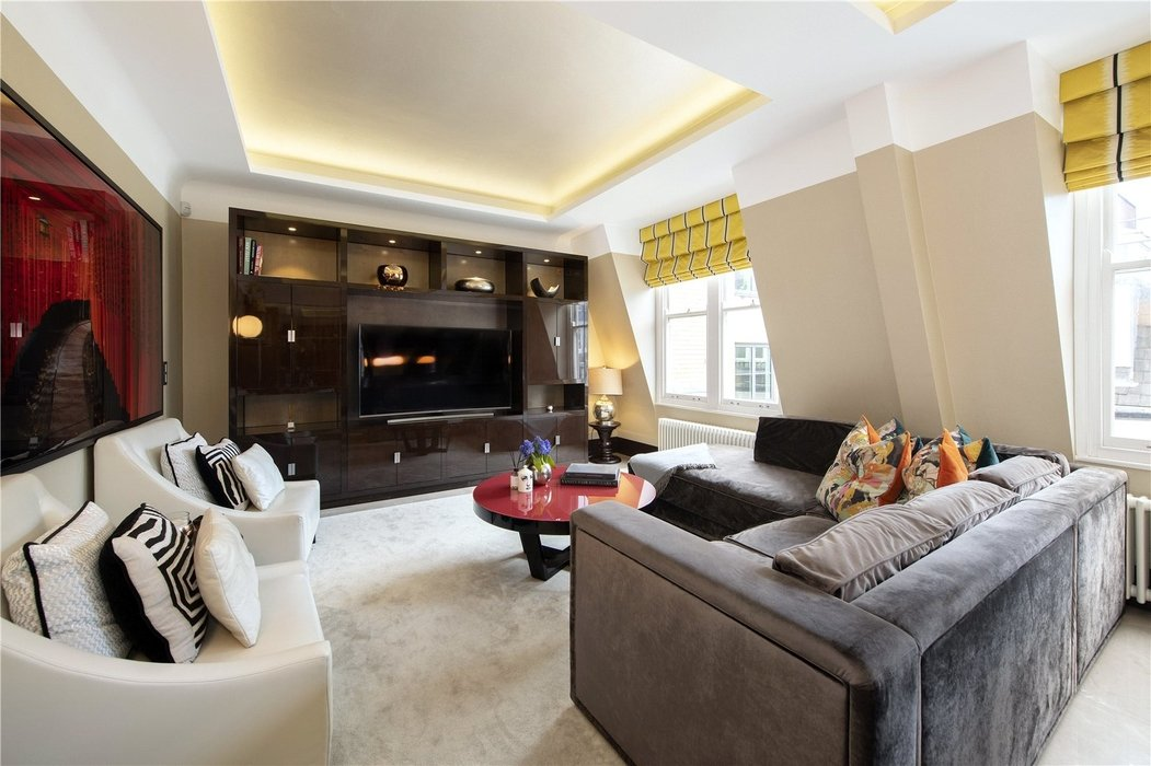 2 bedroom Flat for sale in Mayfair,London - Image 2