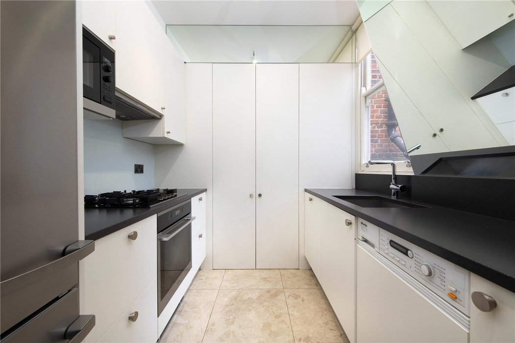 2 bedroom Flat for sale in Mayfair,London - Image 7