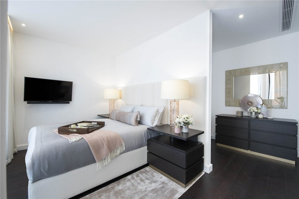 3 bedroom Flat to let in London - Image 7