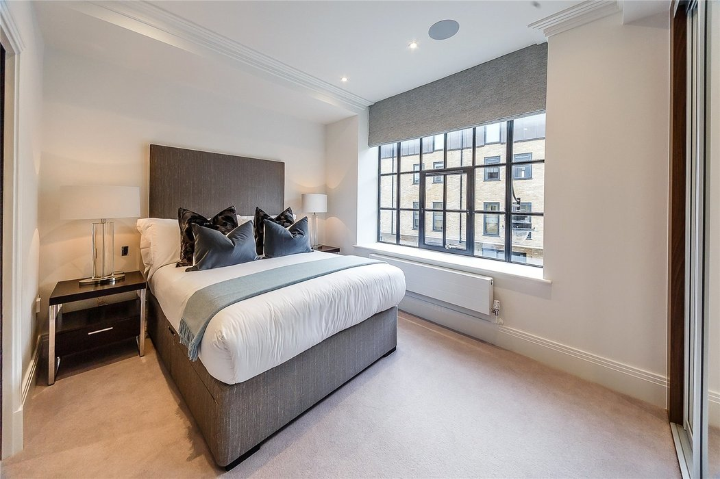 2 bedroom Flat to let in London - Image 10