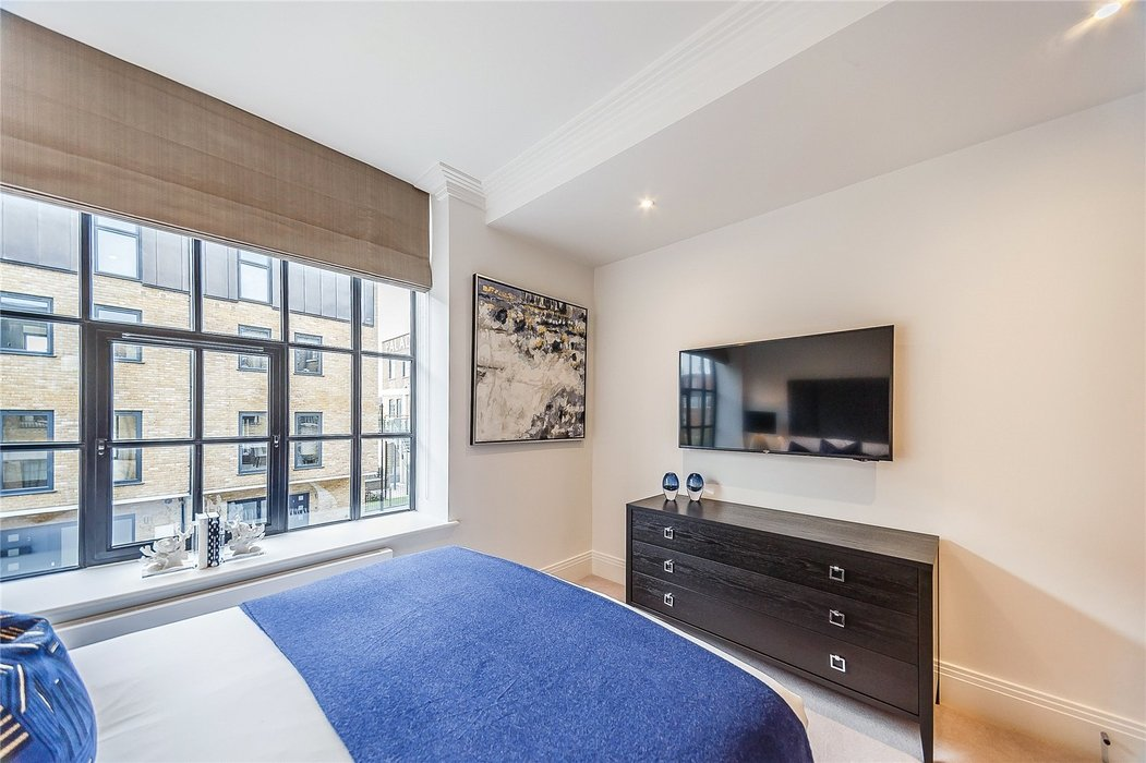 2 bedroom Flat to let in London - Image 14