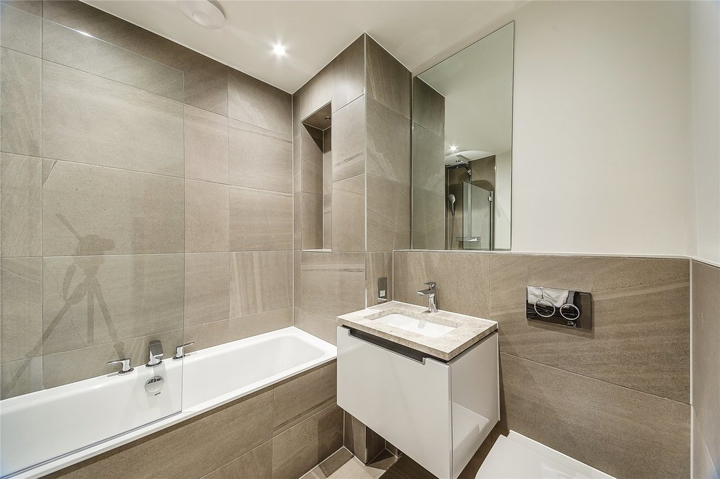 2 bedroom Flat to let in London - Image 17