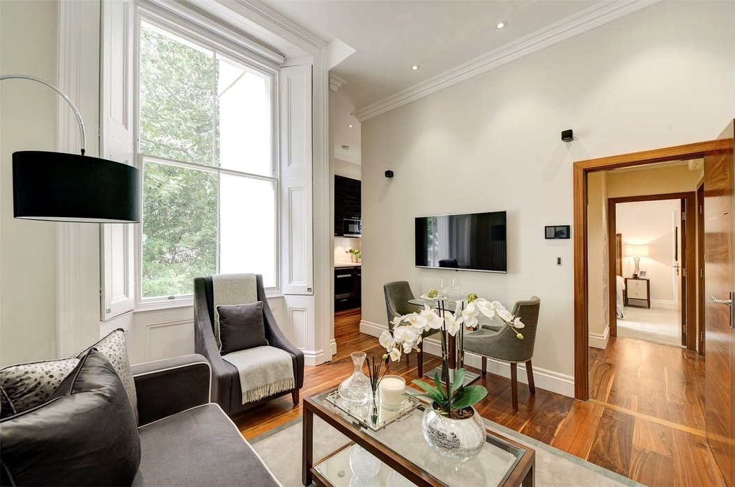 1 bedroom Flat to let in London - Image 1
