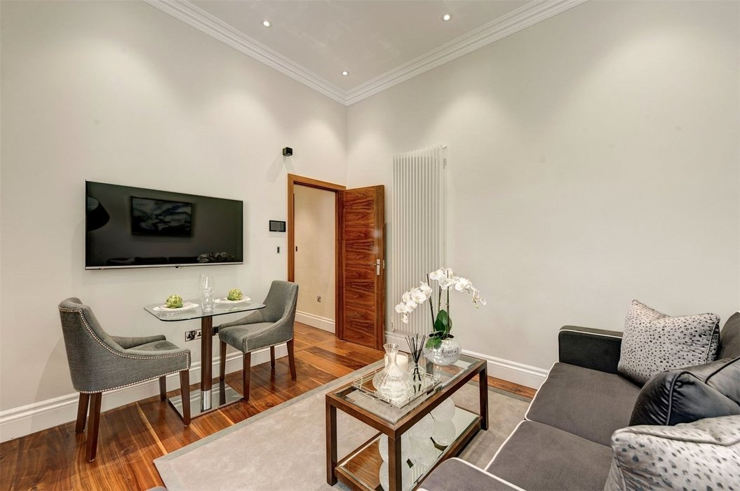 1 bedroom Flat to let in London - Image 3