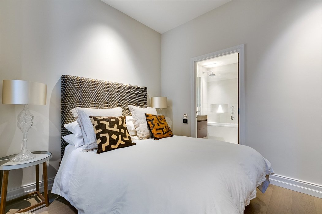 4 bedroom House for sale in Kensington,London - Image 12