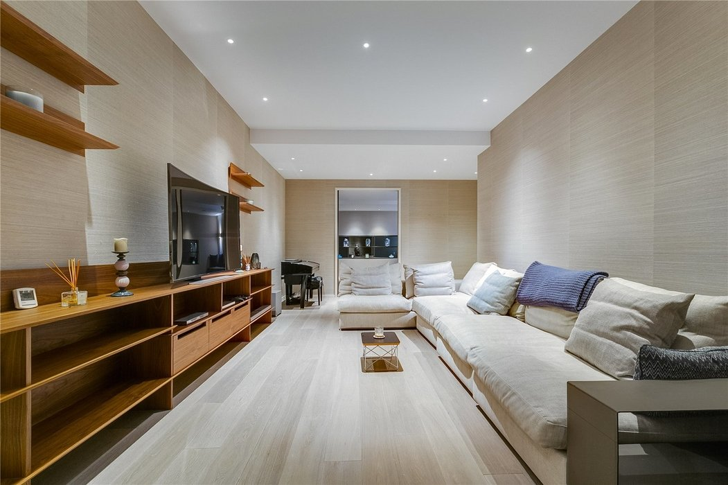 4 bedroom House for sale in Kensington,London - Image 4