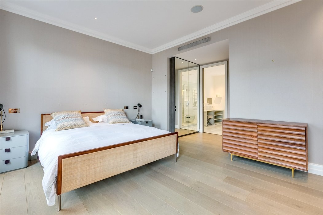 4 bedroom House for sale in Kensington,London - Image 8