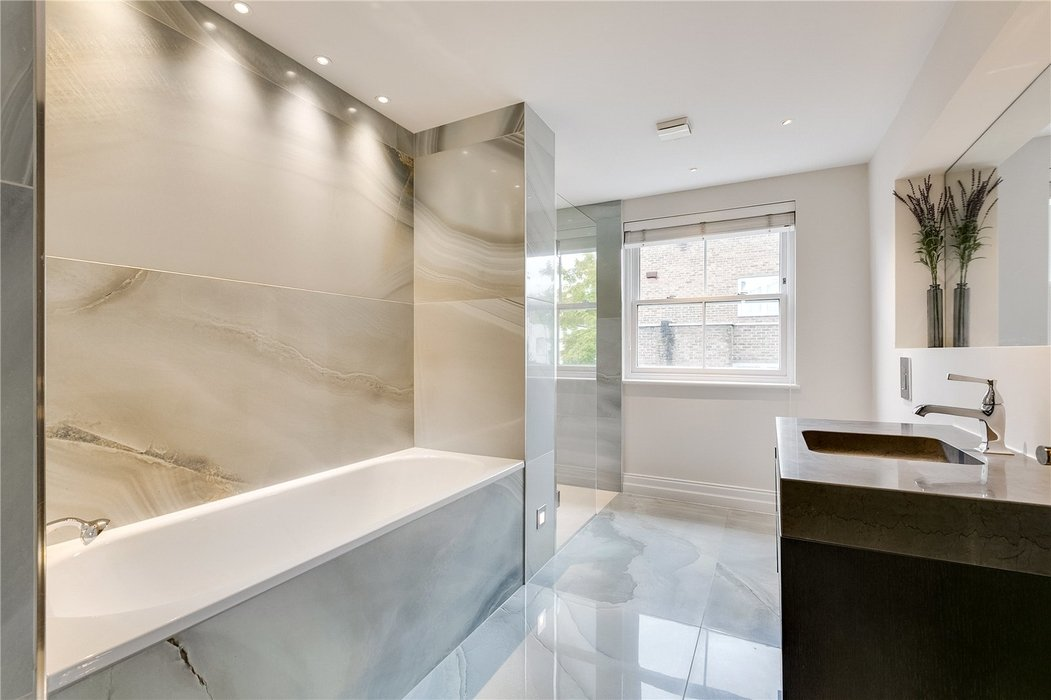 4 bedroom House for sale in Kensington,London - Image 15