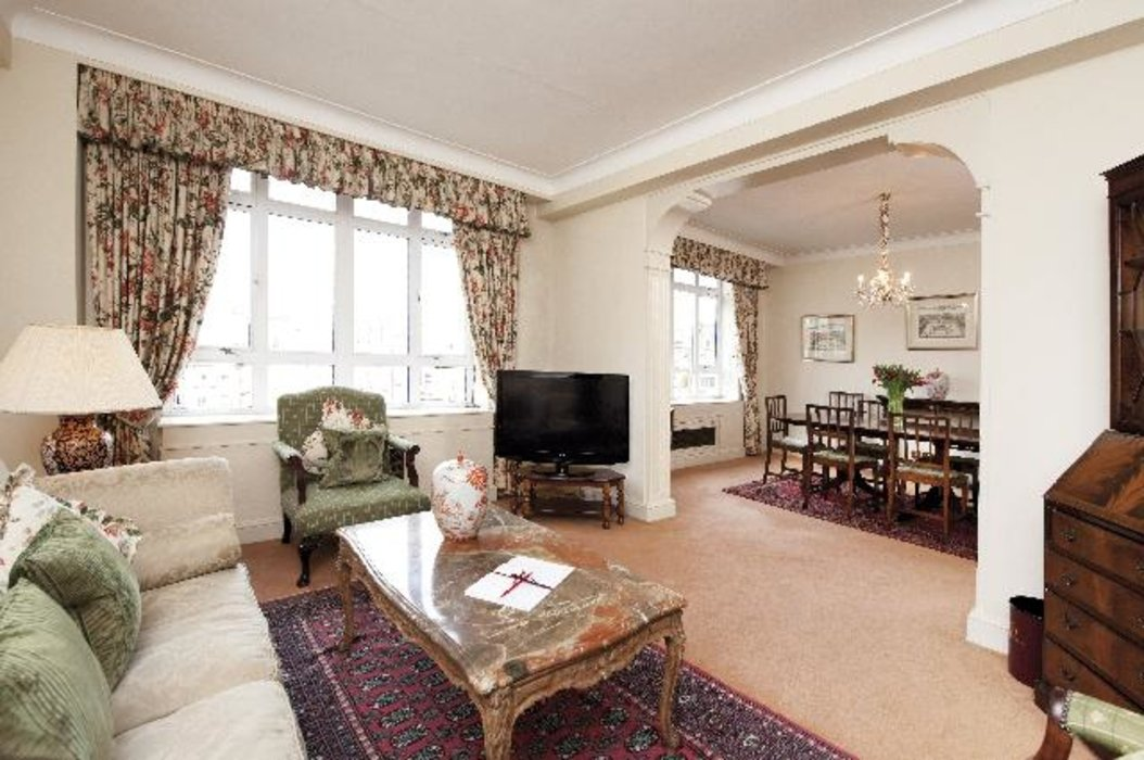 2 bedroom Property to let in Mayfair,London - Image 1