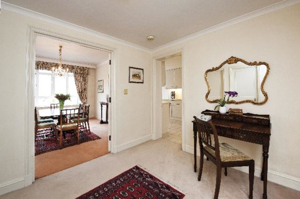 2 bedroom Property to let in Mayfair,London - Image 2