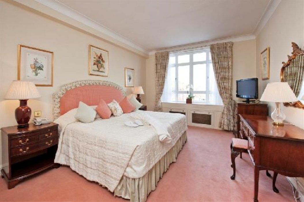 2 bedroom Property to let in Mayfair,London - Image 4