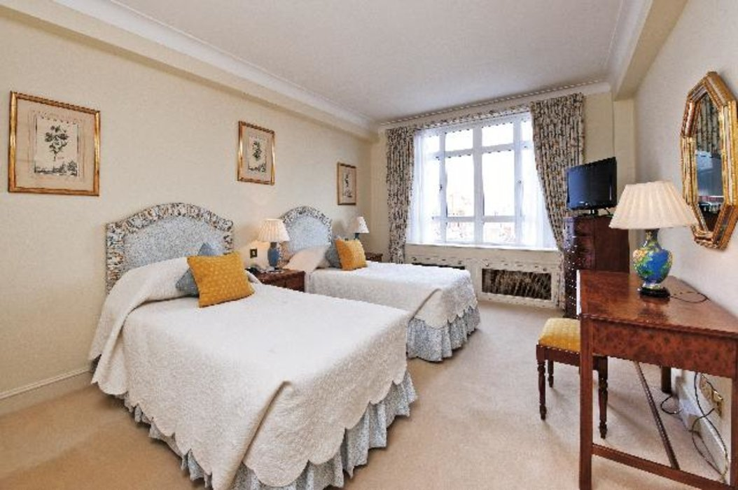 2 bedroom Property to let in Mayfair,London - Image 5