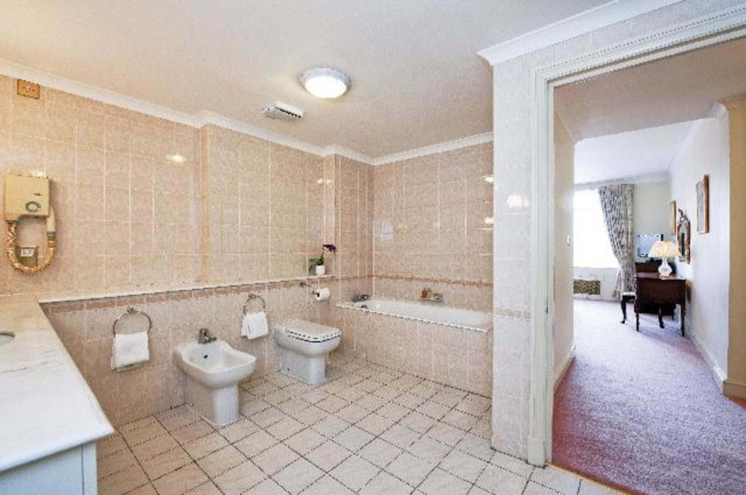 2 bedroom Property to let in Mayfair,London - Image 6