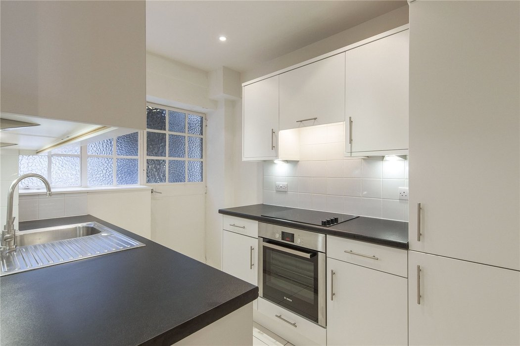 2 bedroom Flat to let in Chelsea,London - Image 2