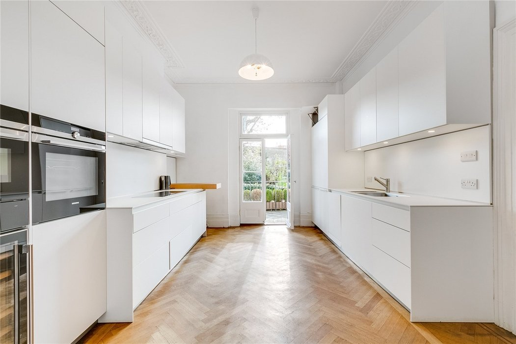 4 bedroom House to let in London - Image 4