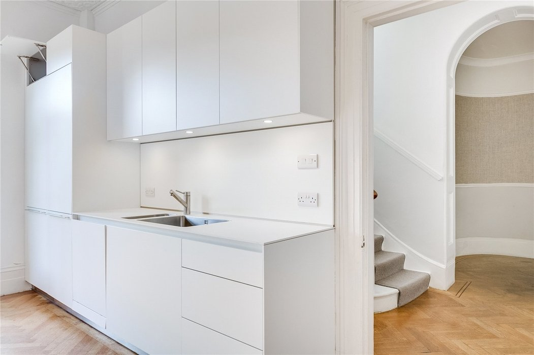4 bedroom House to let in London - Image 9
