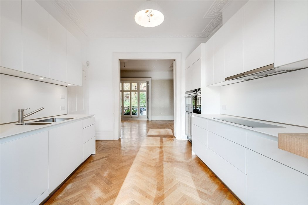4 bedroom House to let in London - Image 8