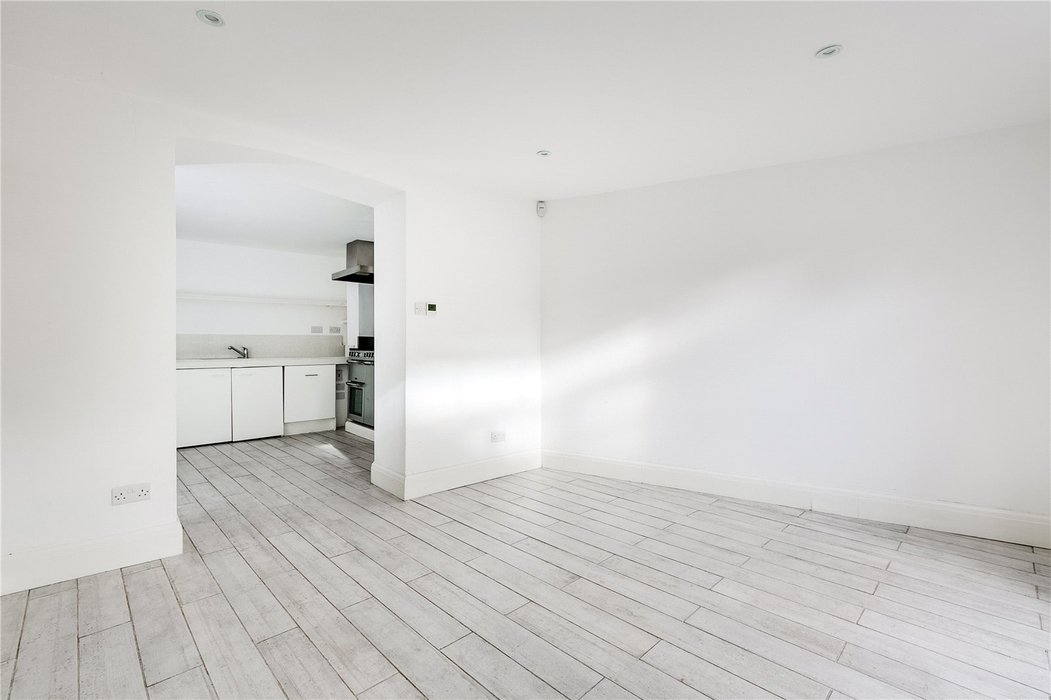 4 bedroom House to let in London - Image 14