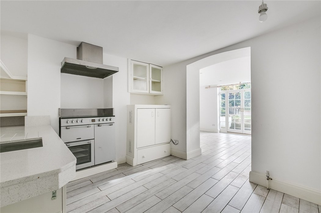 4 bedroom House to let in London - Image 13