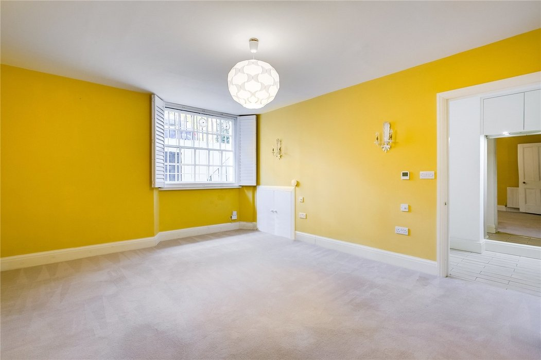4 bedroom House to let in London - Image 12