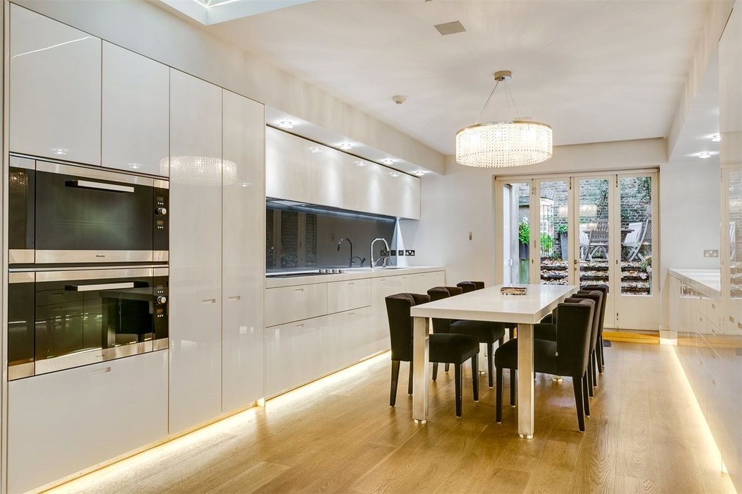 5 bedroom Townhouse to let in Mayfair,London - Image 10