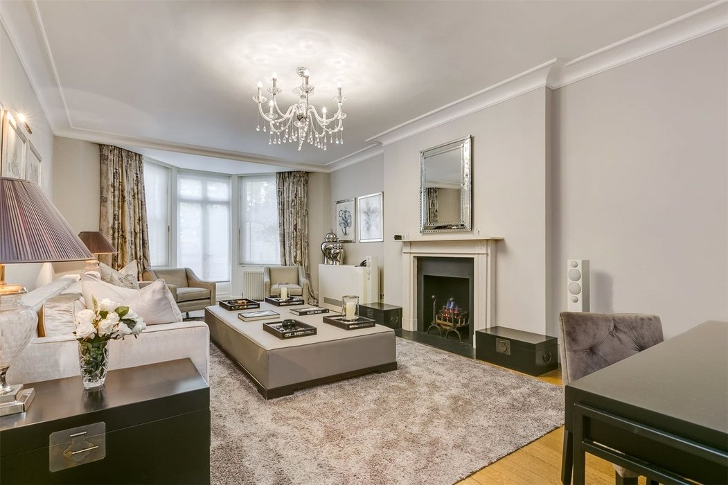 5 bedroom Townhouse to let in Mayfair,London - Image 2