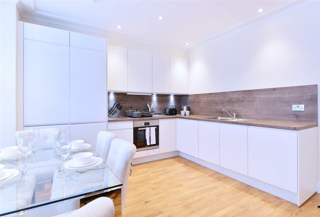 2 bedroom Flat to let in London - Image 5