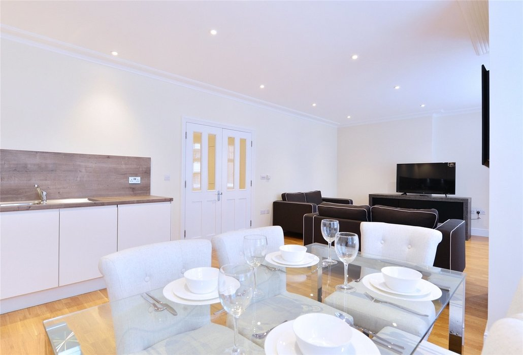 2 bedroom Flat to let in London - Image 4