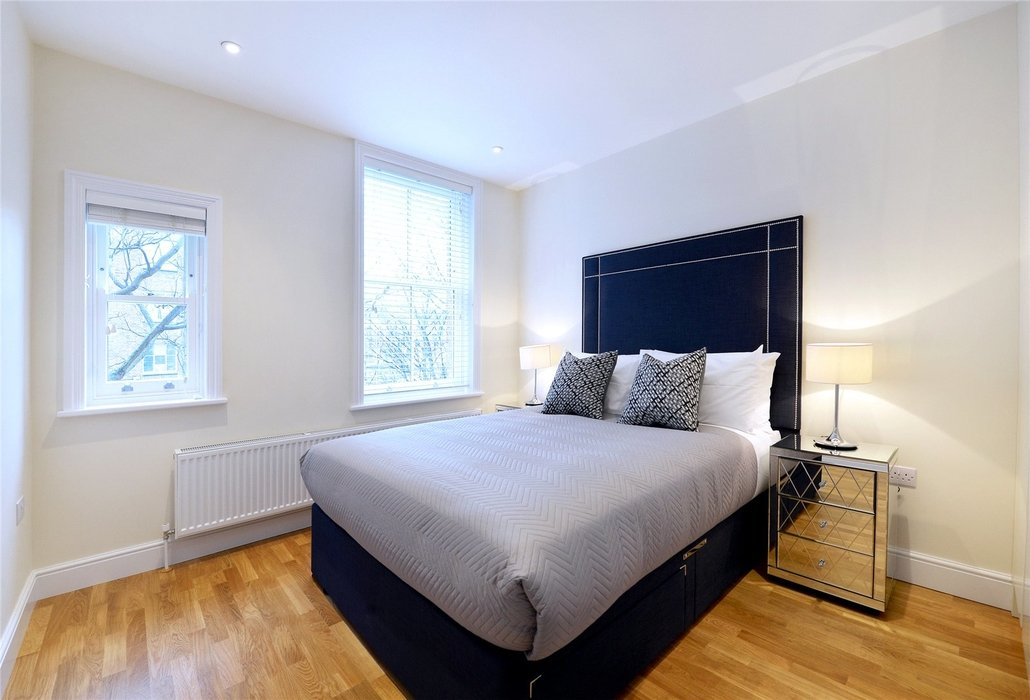 2 bedroom Flat to let in London - Image 6