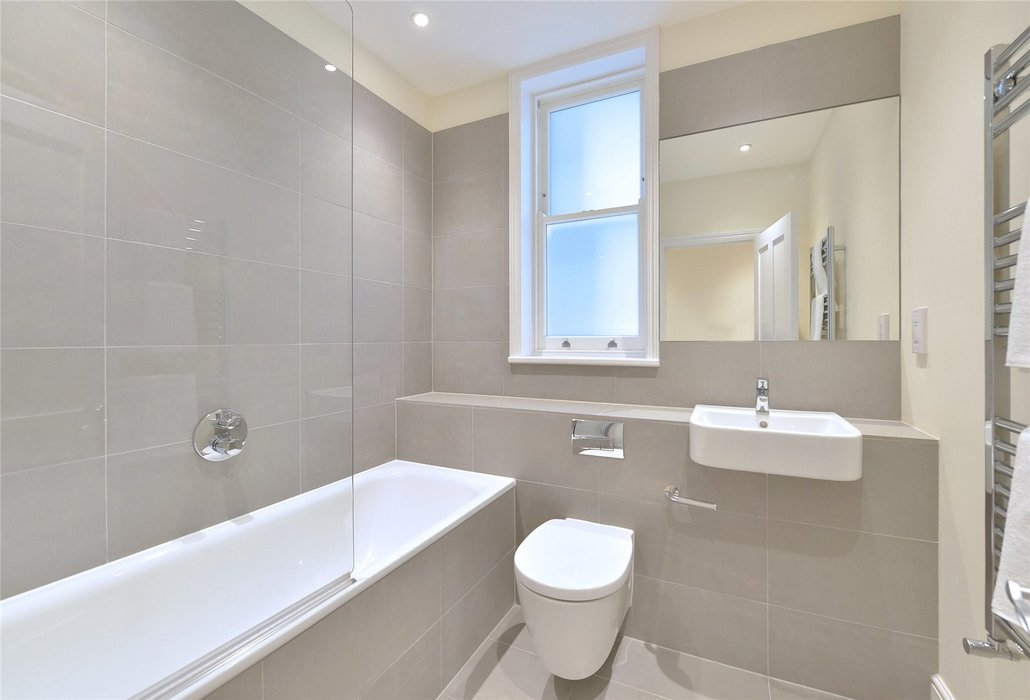 2 bedroom Flat to let in London - Image 7