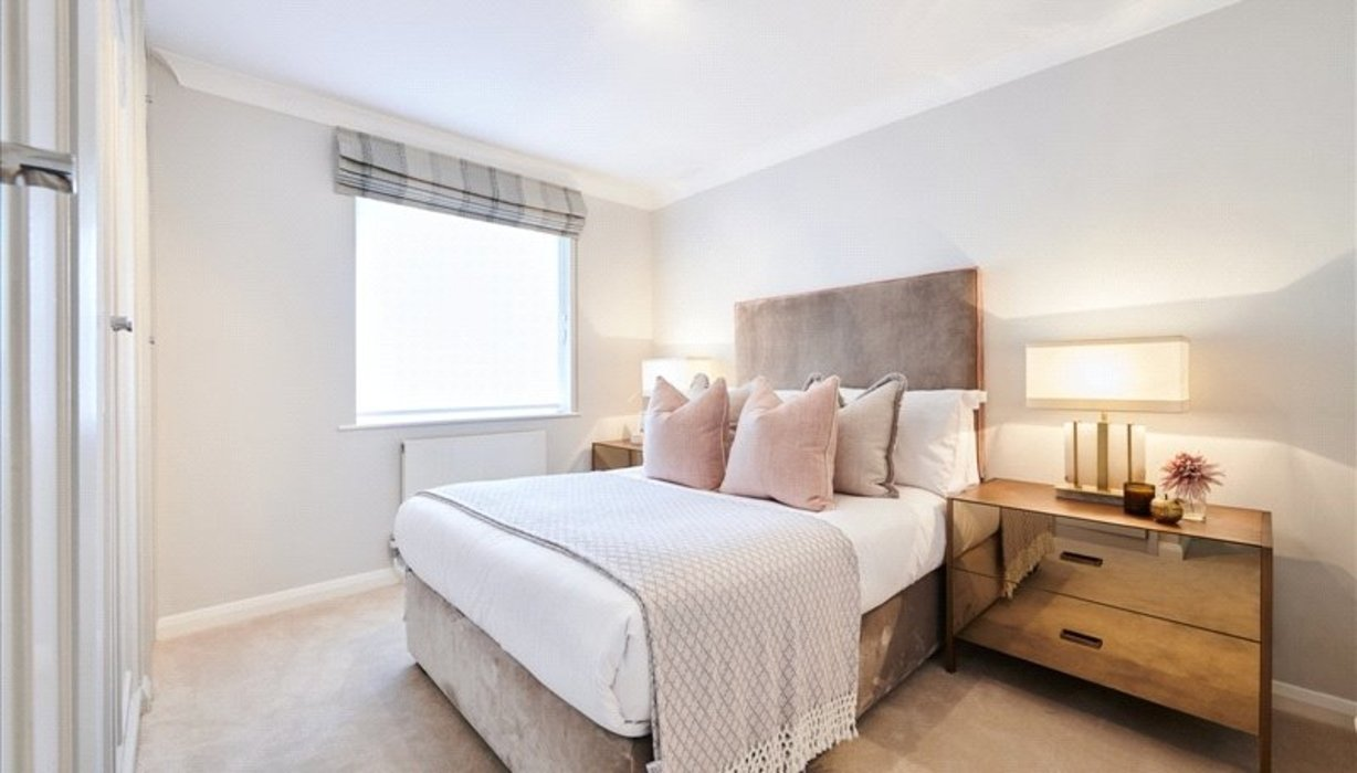 2 bedroom Flat to let in London - Image 2