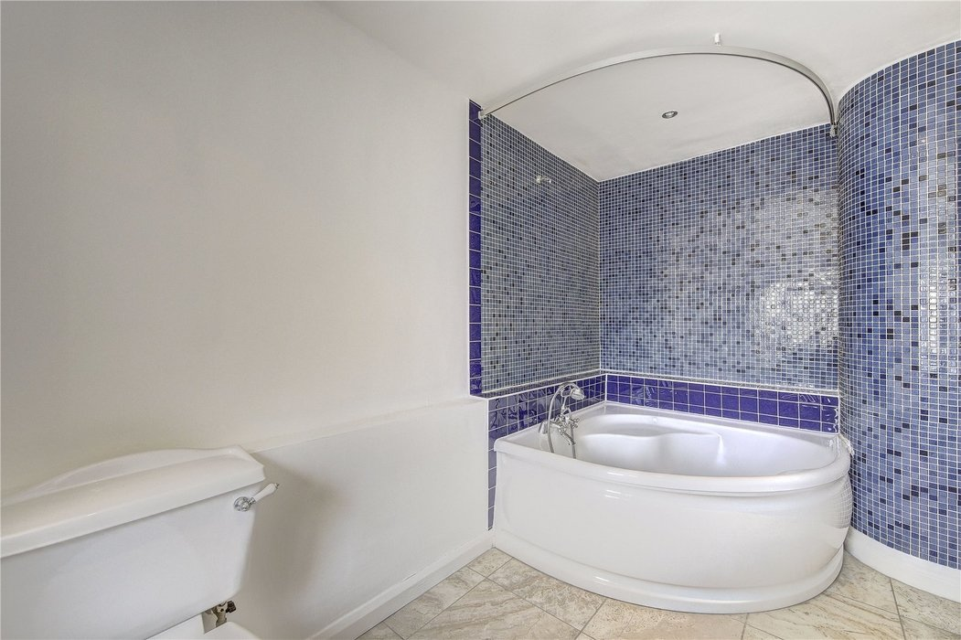 3 bedroom Flat for sale in London - Image 6