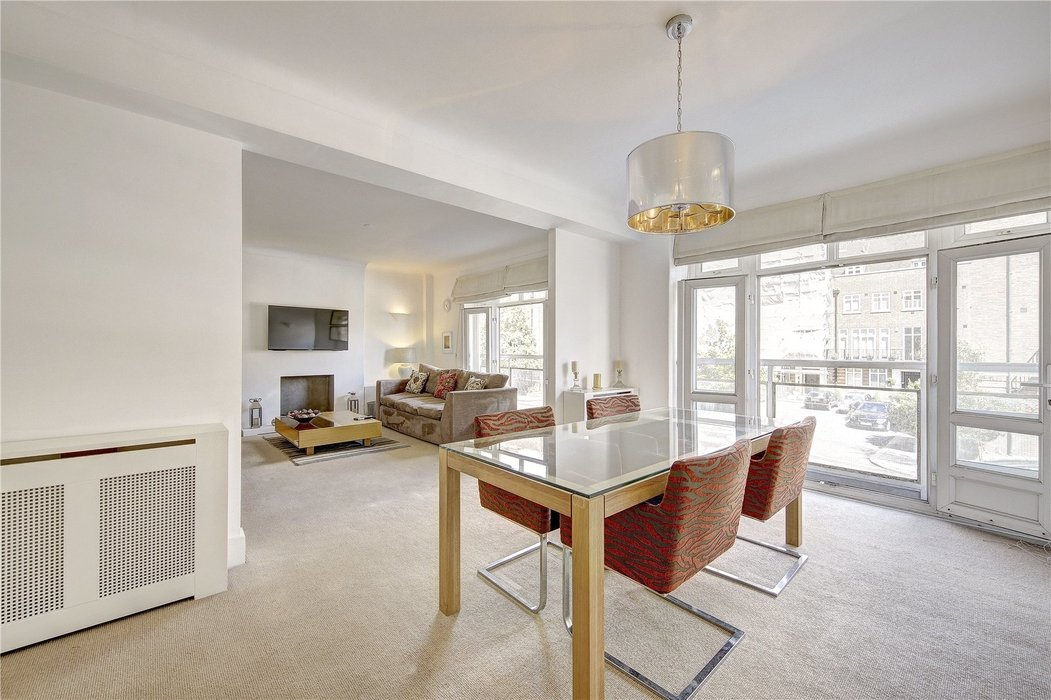 3 bedroom Flat for sale in London - Image 2
