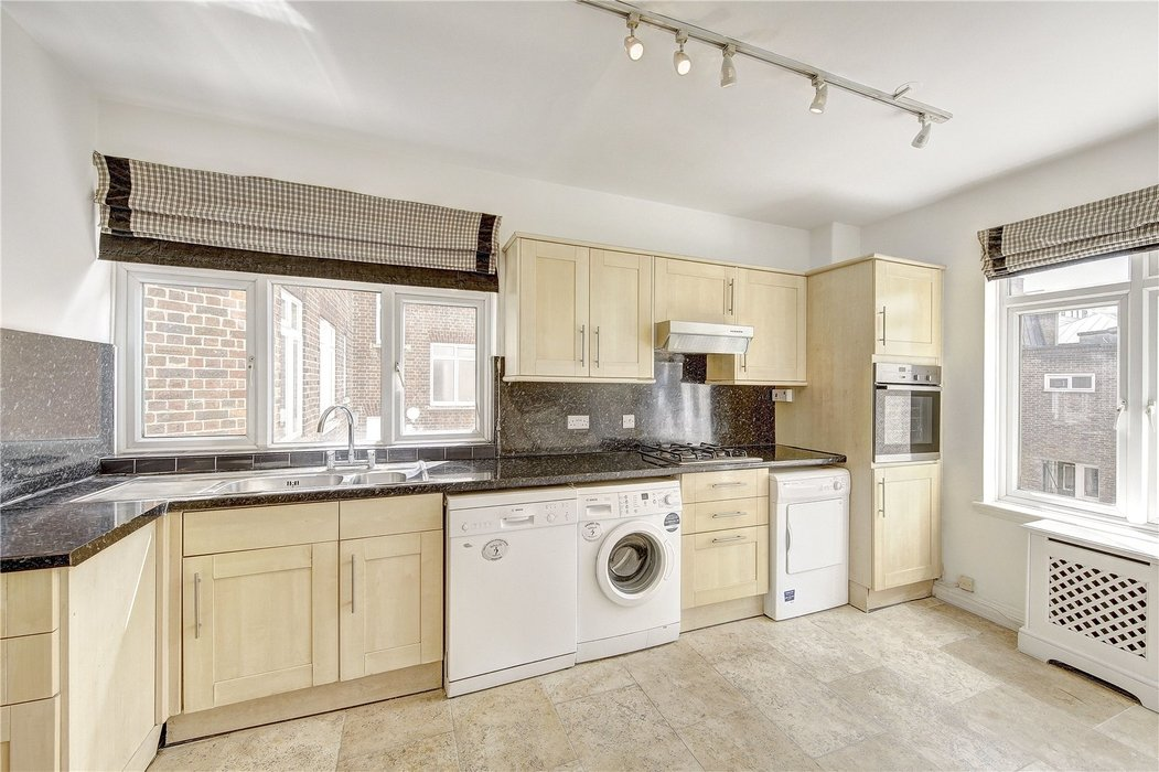 3 bedroom Flat for sale in London - Image 4