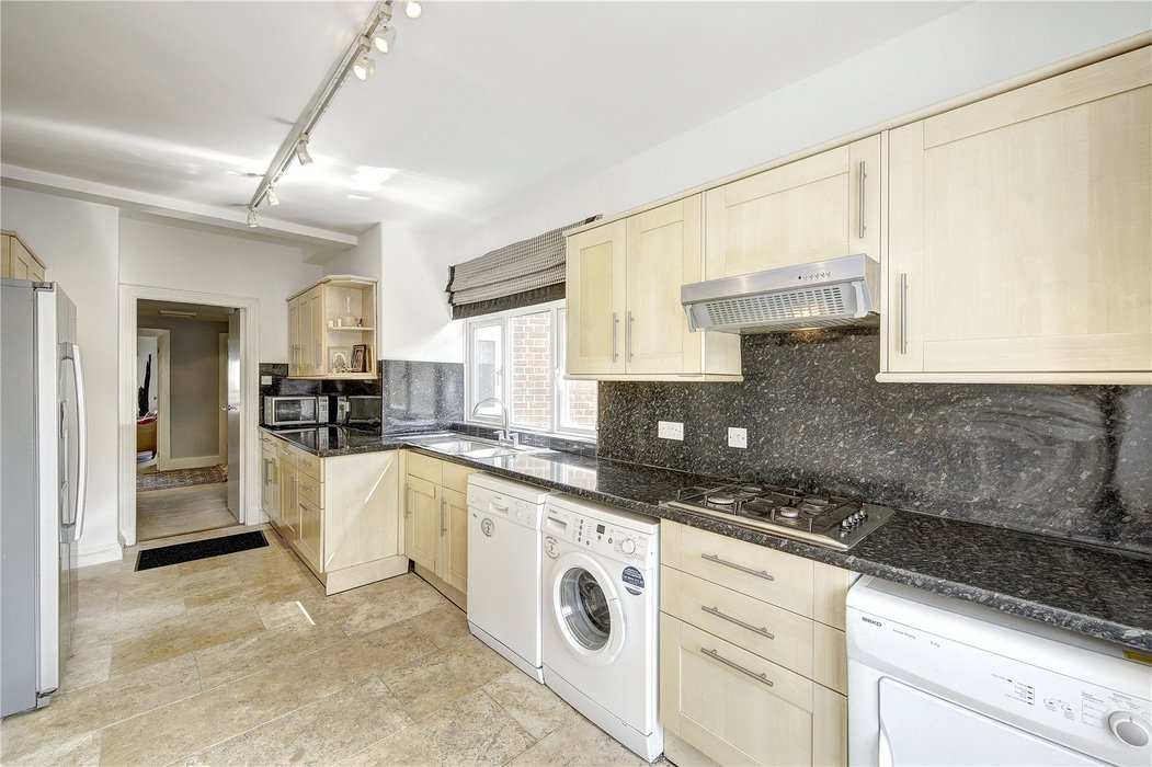 3 bedroom Flat for sale in London - Image 3