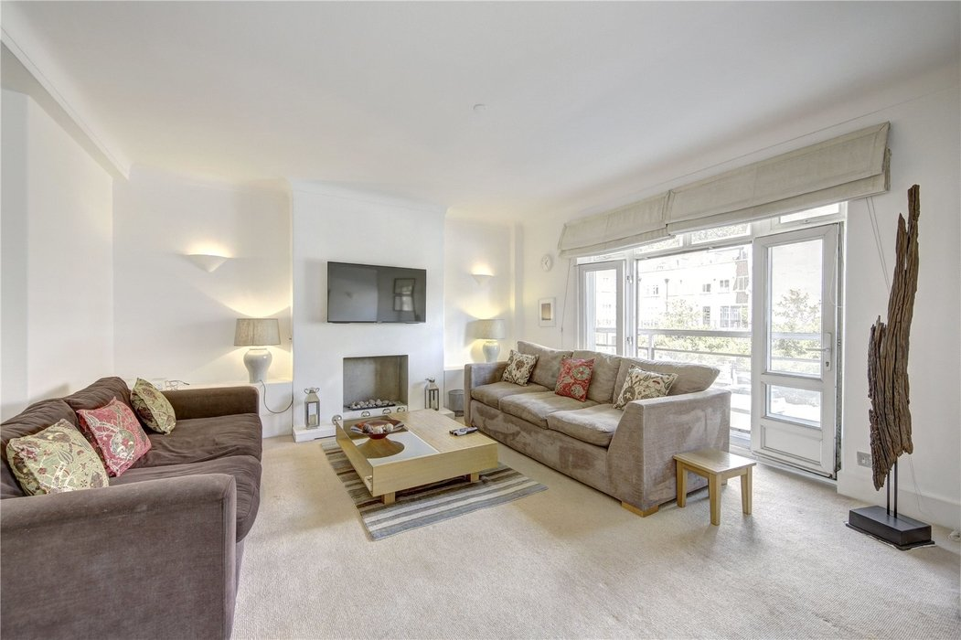3 bedroom Flat for sale in London - Image 1