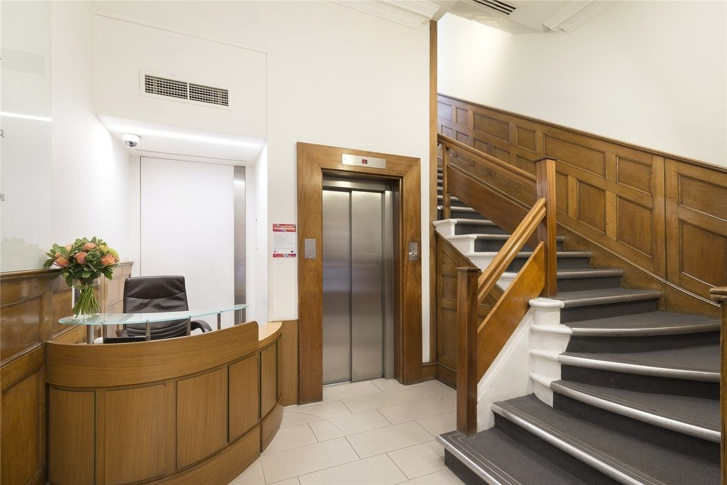 Office to let in London - Image 4