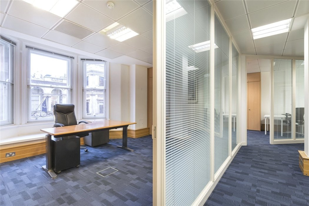 Office to let in London - Image 3