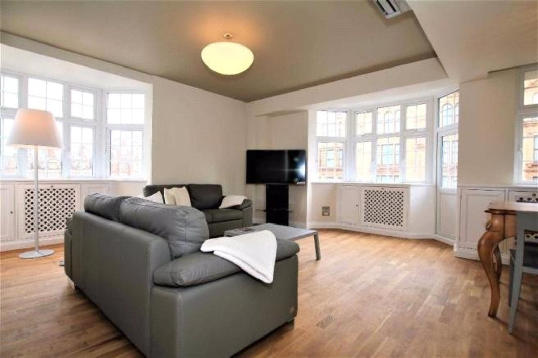 2 bedroom Flat to let in London - Image 1