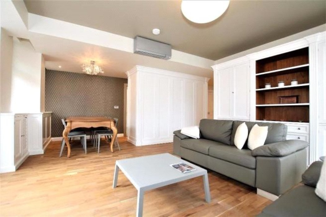 2 bedroom Flat to let in London - Image 3