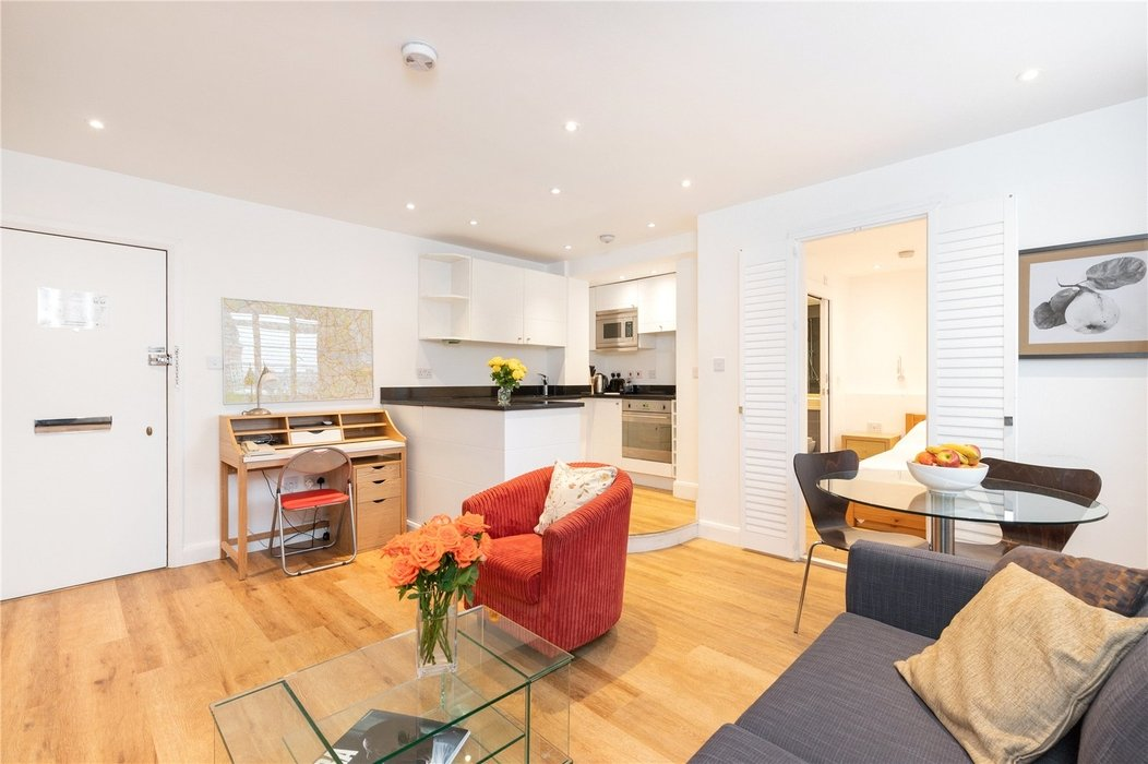 1 bedroom Flat for sale in Chelsea,London - Image 2