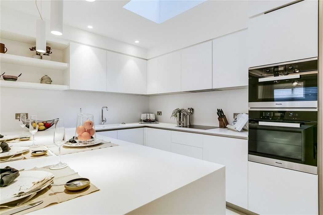 3 bedroom House to let in Mayfair,London - Image 4