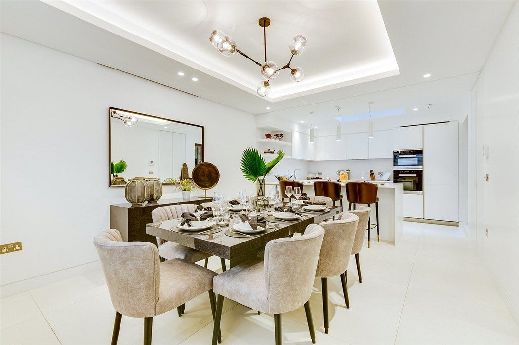 3 bedroom House to let in Mayfair,London - Image 3