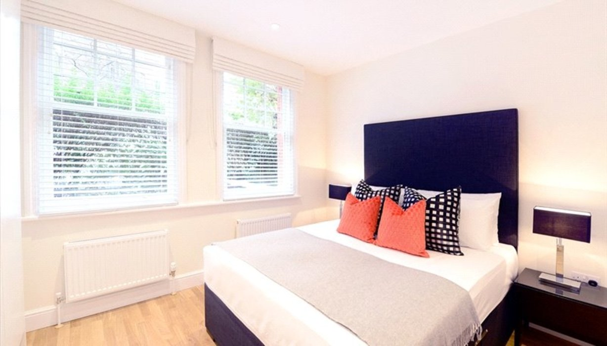 3 bedroom Flat to let in London - Image 3
