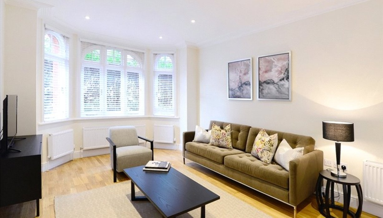 3 bedroom Flat to let in London - Image 1