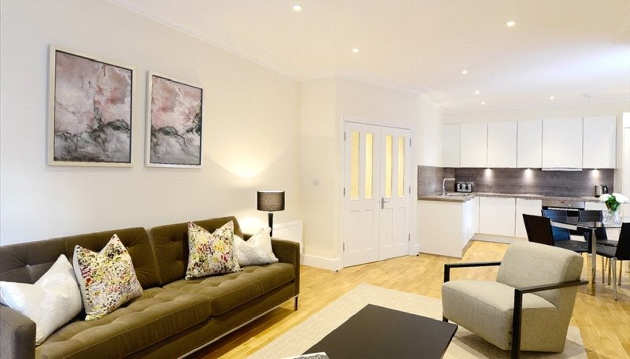 3 bedroom Flat to let in London - Image 5